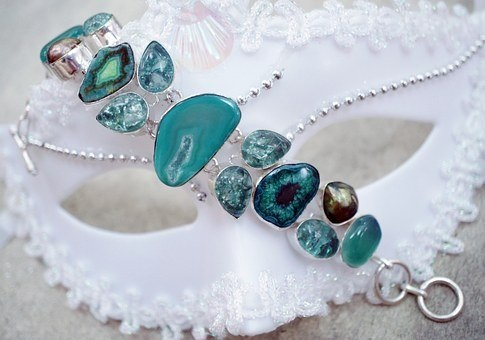 Feng Shui Jewelry Color green jewelry