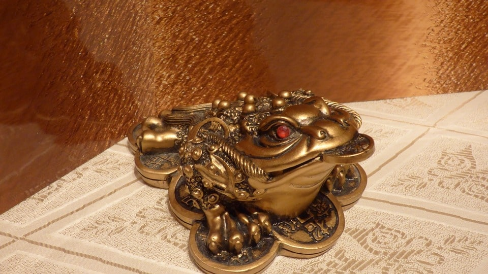 Feng shui money frog placement